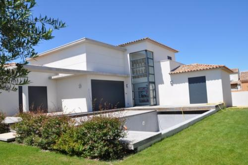 Villa contemporaine en L à Aigues-Mortes